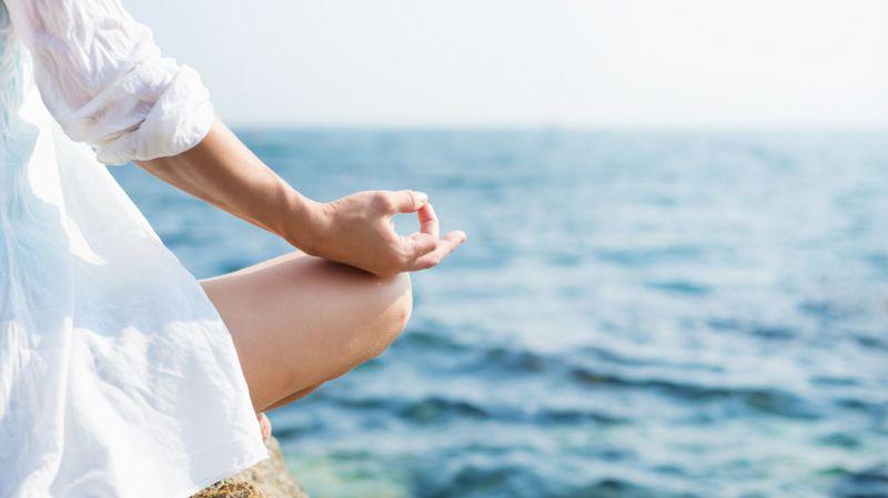 Yoga vor dem Meer