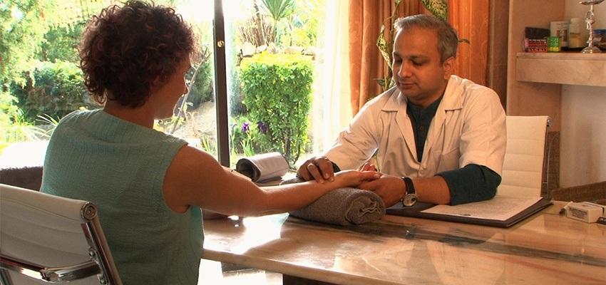Arztkonsultation mit Dr Shirish Deshpande
