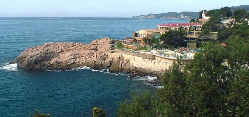 Blick von oben auf das Resort Port Salvi - der rettende Hafen