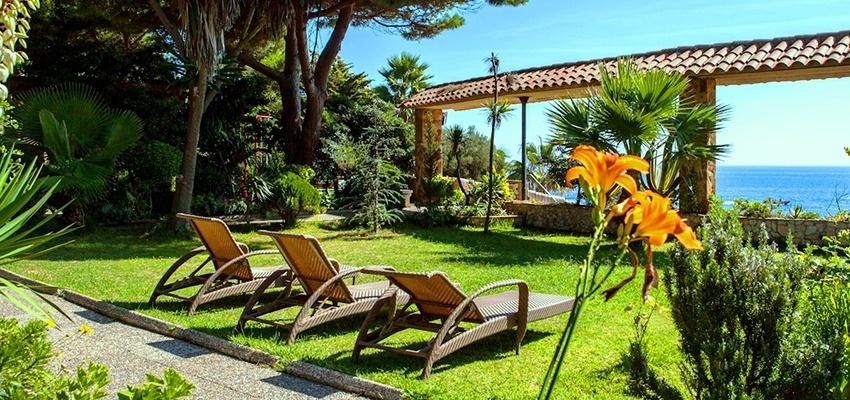 Subtropischer Garten im Ayurveda Resort Port Salvi